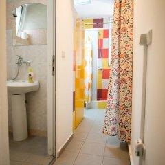 Отель Canape Connection Guest House ванная