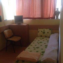 Отель East Gate Guest Rooms Стандартный номер с различными типами кроватей фото 17