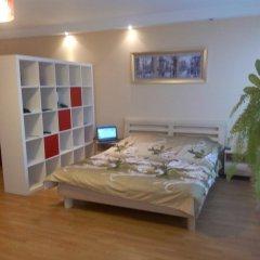 Апартаменты Apartment Red and White Студия с различными типами кроватей фото 19