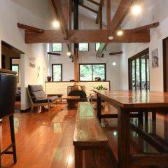 Отель Bears Den Mountain Lodge Хакуба комната для гостей