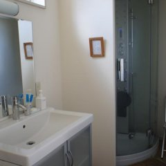 Отель Garden Shed Япония, Яманакако - отзывы, цены и фото номеров - забронировать отель Garden Shed онлайн ванная фото 2