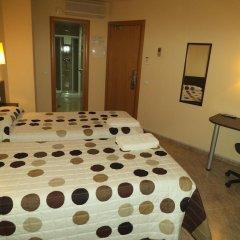 Отель Hostal Sant Sadurní Стандартный номер с 2 отдельными кроватями фото 2