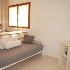 Отель Apartamentos Bahia Барселона комната для гостей фото 3