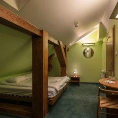 Отель Hill Inn Познань сейф в номере