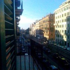 Отель Sunny flat in elegant building close to Colosseum Стандартный номер фото 3