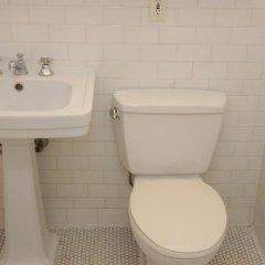 Апартаменты East Broadway Apartment ванная