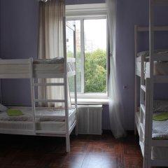 Hostel DomZhur Кровать в мужском общем номере с двухъярусными кроватями фото 4