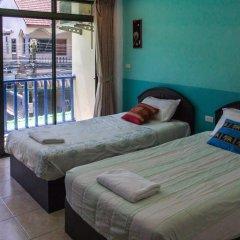 Отель Patong Bay Guesthouse 2* Улучшенный номер с 2 отдельными кроватями фото 7