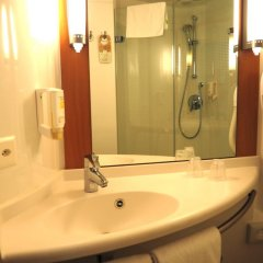 Отель Ibis Genève Petit Lancy Швейцария, Ланси - отзывы, цены и фото номеров - забронировать отель Ibis Genève Petit Lancy онлайн ванная