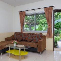 Отель Bangtao Kanita House 2* Номер Делюкс с двуспальной кроватью