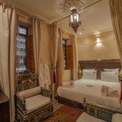 Отель Dar Ikalimo Marrakech 3* Стандартный номер с двуспальной кроватью фото 2