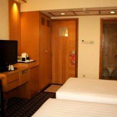 Отель Furama City Centre 4* Улучшенный номер с различными типами кроватей
