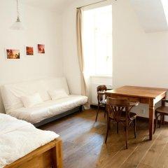 Апартаменты Pod Slovany Apartment Прага комната для гостей фото 2