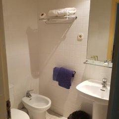 Отель Marina Folch Барселона ванная фото 2