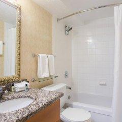 Отель Sandman Hotel Calgary City Centre Канада, Калгари - отзывы, цены и фото номеров - забронировать отель Sandman Hotel Calgary City Centre онлайн ванная