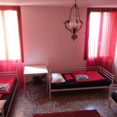 Отель The Academy Кровать в женском общем номере фото 2