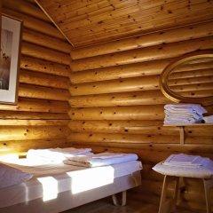 Отель Rastila Camping Helsinki Коттедж с различными типами кроватей фото 15