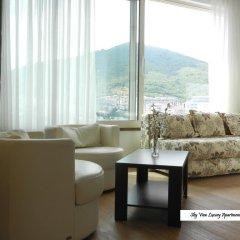 Апартаменты Sky View Luxury Apartments комната для гостей