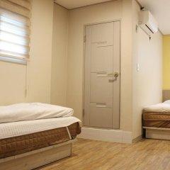 Dongdaemun Hwasin Hostel Стандартный семейный номер с двуспальной кроватью фото 2