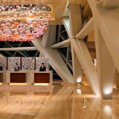 Отель Andaz Capital Gate Abu Dhabi - A Concept By Hyatt Абу-Даби интерьер отеля фото 2