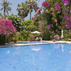 Отель Matahari Beach Resort & Spa бассейн