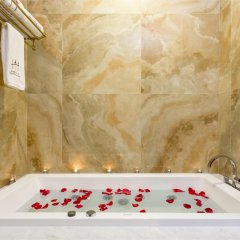 Отель Hotels & Preference Hualing Tbilisi 5* Стандартный номер с 2 отдельными кроватями фото 7