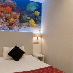 Отель Hostal Boqueria Стандартный номер с различными типами кроватей фото 9