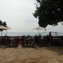 Отель Thaproban Beach House пляж фото 3