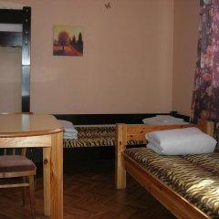 Отель Elizabeths Youth Hostel Латвия, Рига - отзывы, цены и фото номеров - забронировать отель Elizabeths Youth Hostel онлайн комната для гостей фото 2