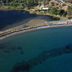 Отель Aliki Beach Hotel Греция, Галатас - отзывы, цены и фото номеров - забронировать отель Aliki Beach Hotel онлайн пляж