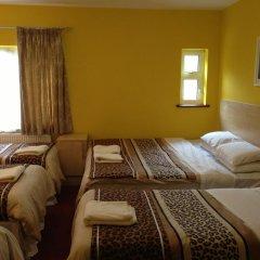 Acton Town Hotel 2* Номер с общей ванной комнатой с различными типами кроватей (общая ванная комната) фото 10