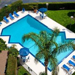 Отель Holiday Inn Express VAN NUYS США, Лос-Анджелес - отзывы, цены и фото номеров - забронировать отель Holiday Inn Express VAN NUYS онлайн бассейн фото 2