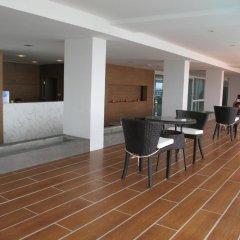 Отель Nantra Pattaya Baan Ampoe Beach интерьер отеля