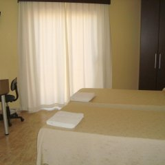 Отель Hostal Sant Sadurní Стандартный номер с 2 отдельными кроватями