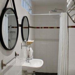 Hotel Des Pyrenees Париж ванная фото 5