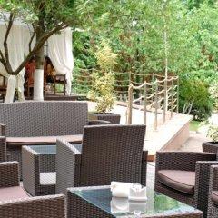 Viktoria Hotel бассейн