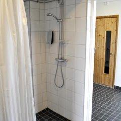 Отель STF Livin Hotel - Sweden Hotels Швеция, Эребру - отзывы, цены и фото номеров - забронировать отель STF Livin Hotel - Sweden Hotels онлайн ванная