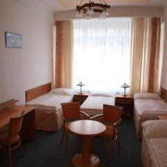 Hotel Jana / Pension Domov Mladeze Стандартный номер с различными типами кроватей фото 2