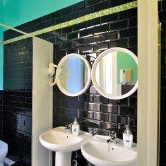 Хостел Far Home Plaza Mayor Стандартный номер с двуспальной кроватью (общая ванная комната) фото 6