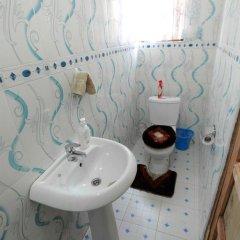 Отель Larry Dort Guest House Гана, Bawjiase - отзывы, цены и фото номеров - забронировать отель Larry Dort Guest House онлайн ванная