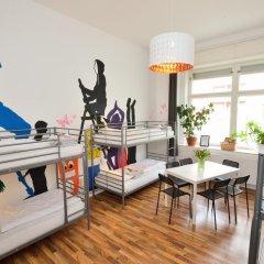 Kiez Hostel Berlin Кровать в женском общем номере с двухъярусной кроватью