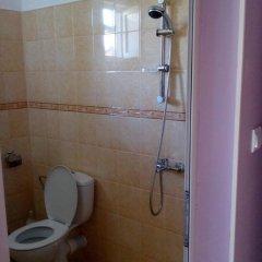 Отель Guest House Villa Yavorov 2 Болгария, Поморие - отзывы, цены и фото номеров - забронировать отель Guest House Villa Yavorov 2 онлайн ванная фото 2