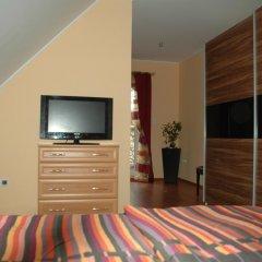 Отель Aranyalma Panzio&Etterem Heviz Апартаменты с разными типами кроватей