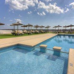 Отель Rocabella Испания, Форментера - отзывы, цены и фото номеров - забронировать отель Rocabella онлайн бассейн