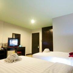 Отель PJ Patong Resortel 3* Улучшенный номер с 2 отдельными кроватями фото 4