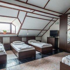 Мини-Отель Внучка Стандартный семейный номер с разными типами кроватей (общая ванная комната) фото 2