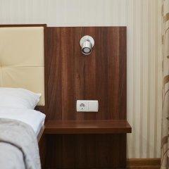Three Crowns Hotel сейф в номере