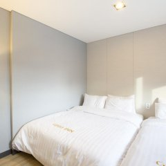 Отель Grid Inn 2* Стандартный семейный номер с двуспальной кроватью фото 2