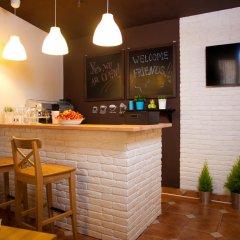 Гостиница Yard Hostel & Coffee Украина, Бояны - отзывы, цены и фото номеров - забронировать гостиницу Yard Hostel & Coffee онлайн гостиничный бар