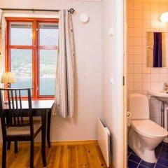 Отель Nesset Fjordcamping Номер с общей ванной комнатой с различными типами кроватей (общая ванная комната) фото 4